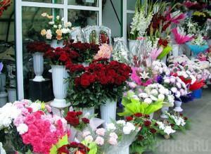 ...2011 года на рынках города развернулась бурная торговля цветами.